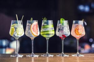 Gläder mit verschiedenen Getränken