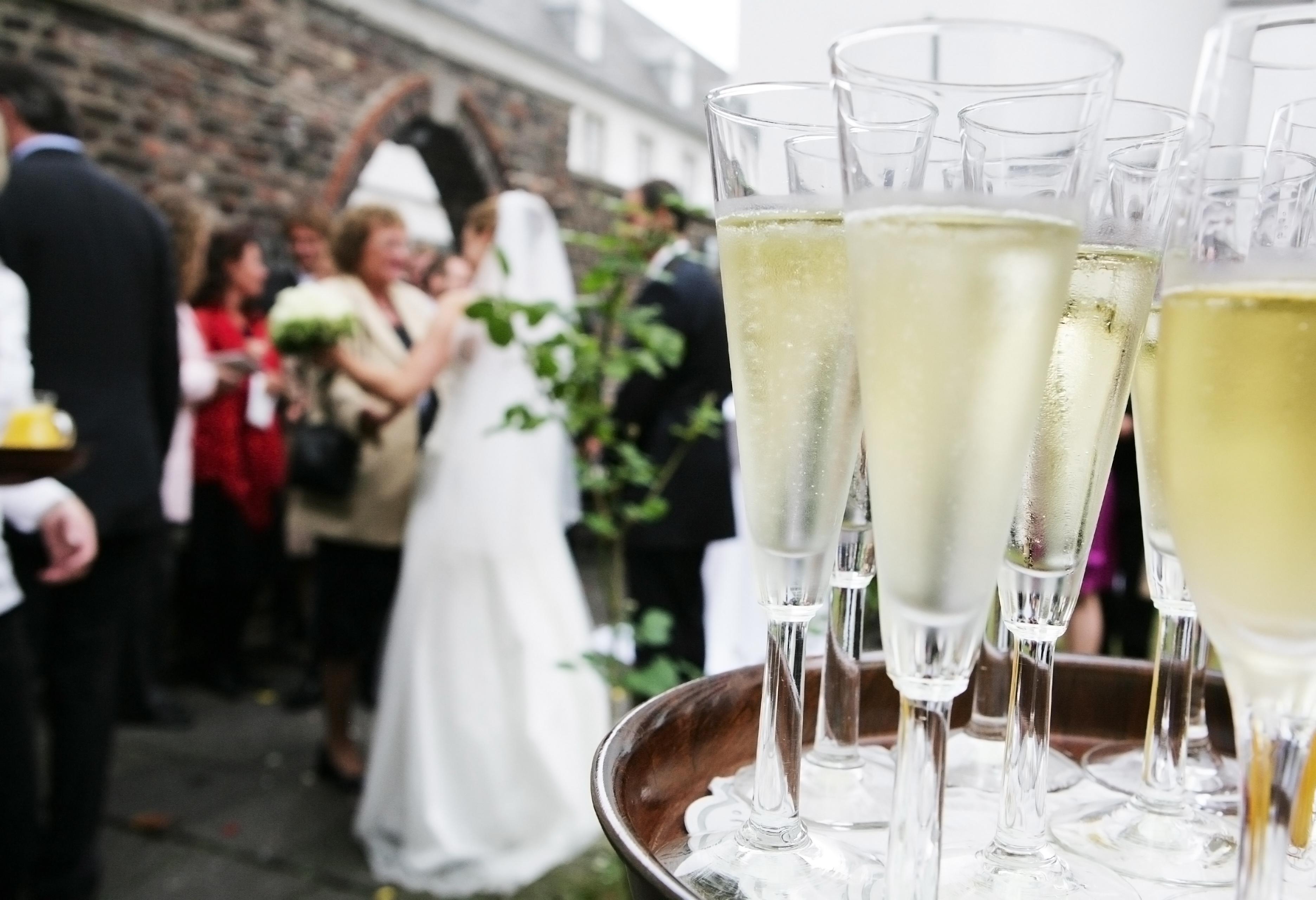 Sektempfang auf einer Hochzeit
